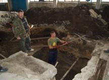 Arheologii reiau săpăturile în Penitenciarul Aiud pentru recuperarea unor săbii ale ofiţerilor armatei regale române