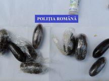 Trafic de hasis in Hunedoara: un tanar a fost prins cu pachetele de droguri in stomac