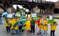 Marsul micilor ecologisti de la Gradinita nr. 12 din Alba Iulia