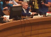 """Deputatul Florin Roman le-a pus colegilor din comisia juridica melodia """"Transilvanie mareata"""""""