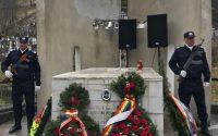 Ceremonie de depunere coroane de flori la monumentul închinat jandarmului căzut la datorie