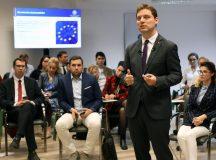 """Ministerul Afacerilor Externe, prin ministrul delegat pentru Afaceri Europene, şi Ministerul Tineretului şi Sportului au lansat programul """"Delegat de tineret la Uniunea Europeană"""""""