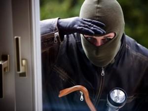 Ușa deschisă, hoțul așteaptă