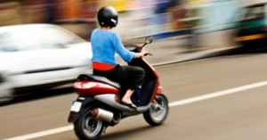 Șofer de moped cercetat de poliție pentru conducere fără permis