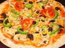 Pizza cu ardei gras şi măsline (de post)