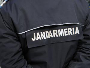 Un bărbat din Alba Iulia a încercat să determine o tânără să practice prostituţia. A fost prins de jandarmi şi acum riscă să fie cercetat penal.