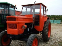 Daia Romana: Un sofer baut a stricat un gard cu tractorul