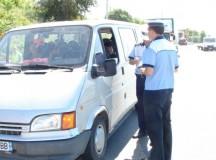 Transportatorii de mărfuri şi persoane din Alba verificaţi de poliţişti