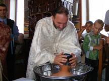 Foto: Cei doi fraţi care s-au regăsit în Casa de tip familial Vingard au fost botezaţi