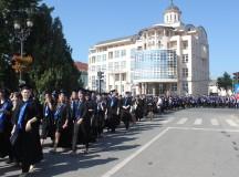 Studenţii cer în stradă 6 la sută pentru Educaţie, elevii se solidarizează