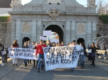 PROTESTUL STUDENŢILOR LA ALBA IULIA: Vrem o şcoală pentru toţi, nu guvern de mafioţi