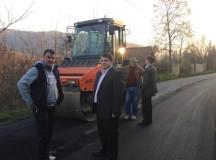 Final de lucrări  la asfaltarea drumului județean ce traversează comuna Valea Lungă