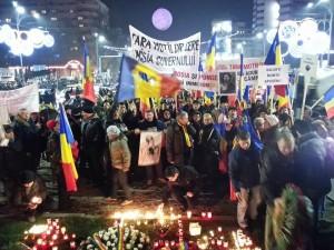 200 de persoane au protestat în Piaţa Universităţii. Marş către Piaţa Romană. Manifestaţia s-a încheiat după patru ore