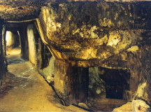 Tribunalul din Suceava a admis, joi, solicitarea înaintată de trei ONG-uri de suspendare temporară a certificatului de descărcare arheologică pentru masivul Cârnic emis în iulie 2011 în favoarea Roşia Montană Gold Corporation (RMGC)