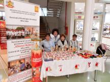 """""""Mărţişor în cărucior"""", expoziţie de mărţişoare, broşe şi tablouri de primăvară realizate de persoanele cu handicap din Alba Iulia"""