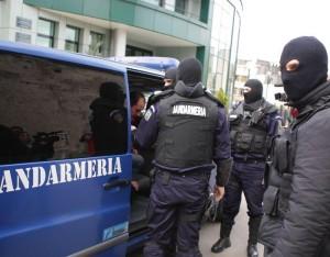 Un bărbat de 34 de ani din Turda, judeţul Cluj,  a fost surprins de jandarmii din Sebeş când încerca să vândă în mod ambulant mai multe produse. A fost sancţionat contravenţional, iar marfa a fost confiscată.