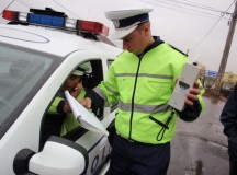 Ocna Mures: Un sofer baut si fara permis de conducere a intrat cu masina intr-o remorca