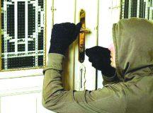 Teius: Surprins de proprietar cand incerca sa fure din casa in miez de noapte