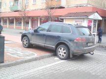 Alba Iulia: Masina parcata pe sotron