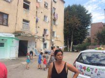 """Alba Iulia: Blocul """"Turturica"""" luat la puricat de politisti si jandarmi"""