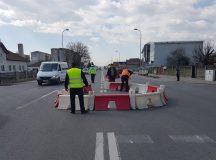 Alba Iulia: Satul de accidentele reclamate pe facebook, primarul a facut un sens giratoriu in Barabant