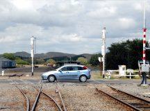 Baut, un sofer albaiulian si-a oprit masina pe calea ferata