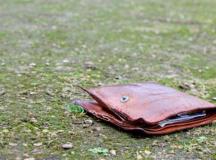 Spirit civic la Cugir: O femeie a predat la Politie un portmoneu gasit pe strada