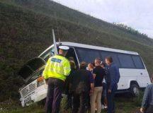 Accident pe A1: Soferul microbuzului din Hunedoara care transporta copii a murit