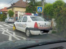 Se intampla in judetul Alba: Rotile unei masini de politie blocate la Blaj de politistii locali