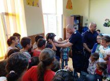 Jandarmii albaiulieni printre elevii din Stremt