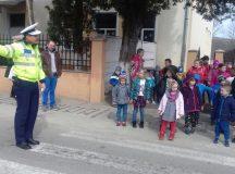 FOTOREPORTAJ:ACTIVITĂŢI INFORMATIV – PREVENTIVE DESFĂŞURATE DE POLIŢIŞTII DIN ALBA