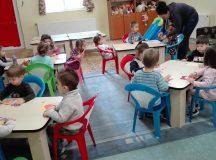 """Copilașii de la Centrul de zi ,,Sf Irina"""" din Blaj și-au sărbătorit mămicile cu ocazia Zilei de 8 Martie"""