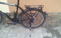 A furat bicicleta cu lant cu tot