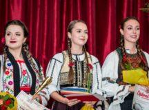 """Festivalul Național de Folclor """"Mureș, pe marginea ta"""": Cristina Todor din Ciugud a câștigat Marele Premiu al festivalului"""